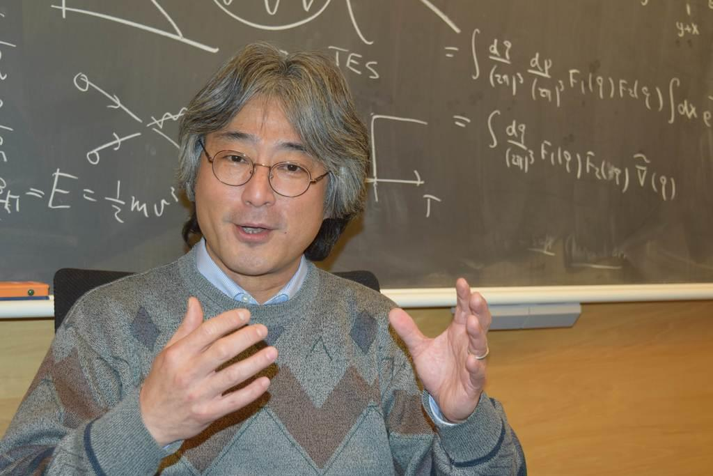 宇宙論の発展について話す村山斉・米カリフォルニア大バークレー校教授