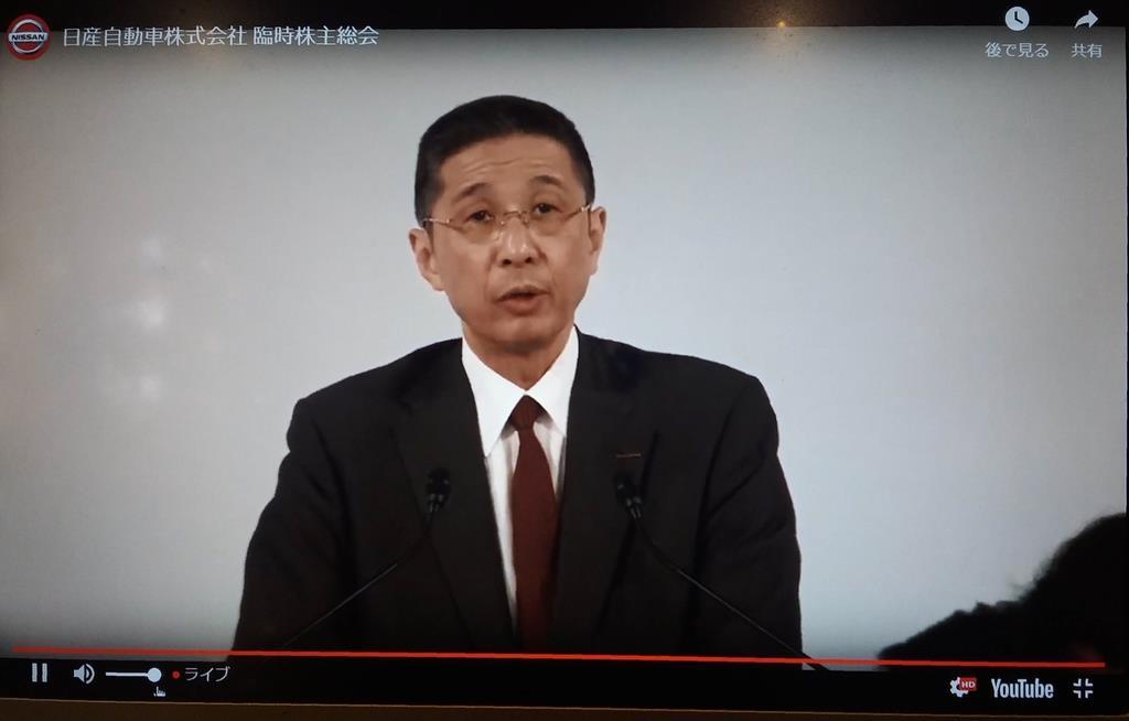 日産の臨時株主総会で質問に応じる西川広人社長=8日午前、東京都港区(ユーチューブから)