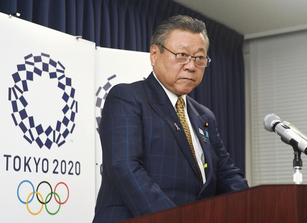 2018年11月、自身の発言について記者会見で謝罪する桜田五輪相=内閣府