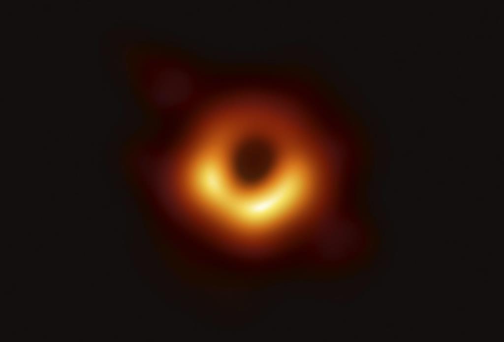 「画期的な成果、喜ばしい」 菅官房長官、ブラックホール撮影成功で
