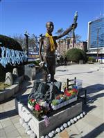 釜山の徴用工像、市が強制撤去
