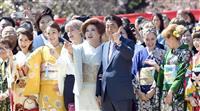 首相、桜を見る会開催 令和改元「一人一人が咲き誇る時代に」