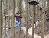 木から木へ空中散歩 六甲山にアスレチック遊具、「フォレストアドベンチャー」開園
