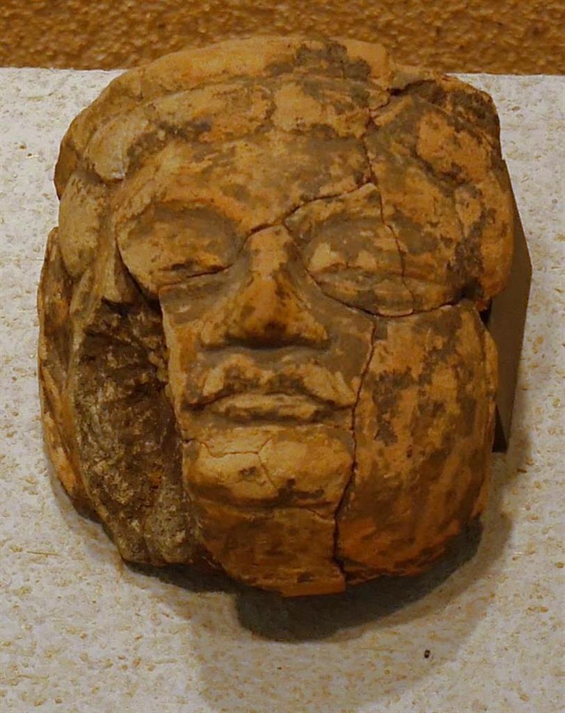 北野廃寺から出土した仏像の頭部