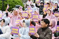 釜山市の徴用工像撤去に抗議 韓国の市民団体「安倍の手先」
