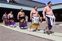 白鵬、鶴竜が靖国神社で土俵入り 大相撲春巡業