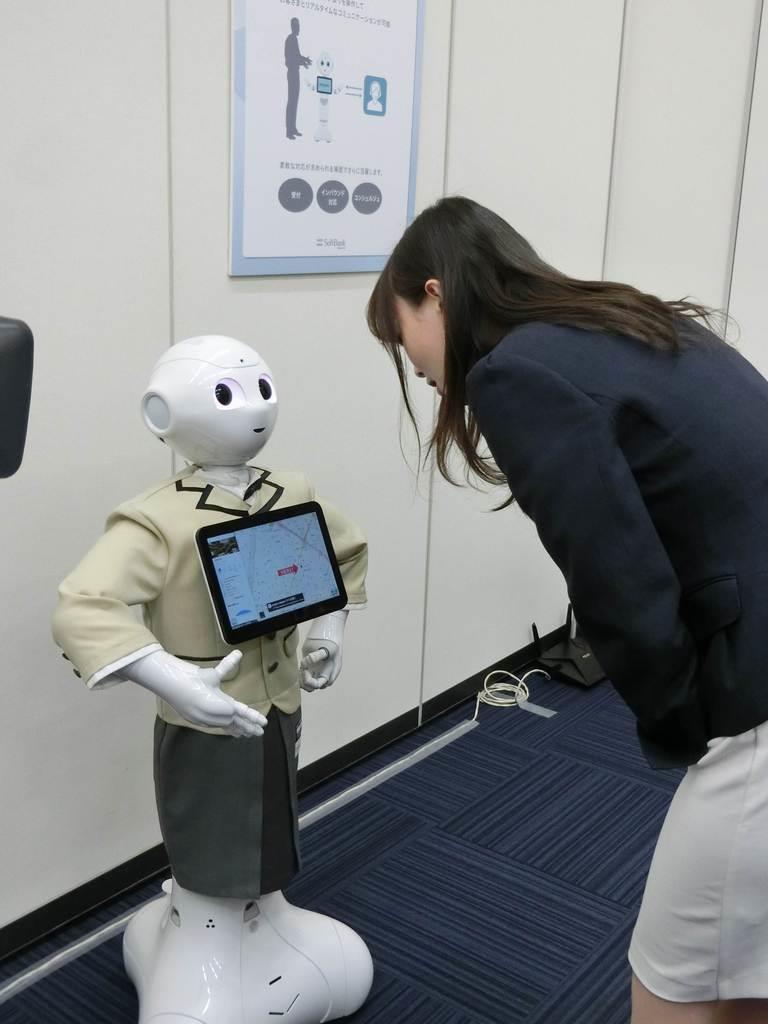 ペッパーの機能拡充で人との自然な会話ができるようになった=16日、東京都港区