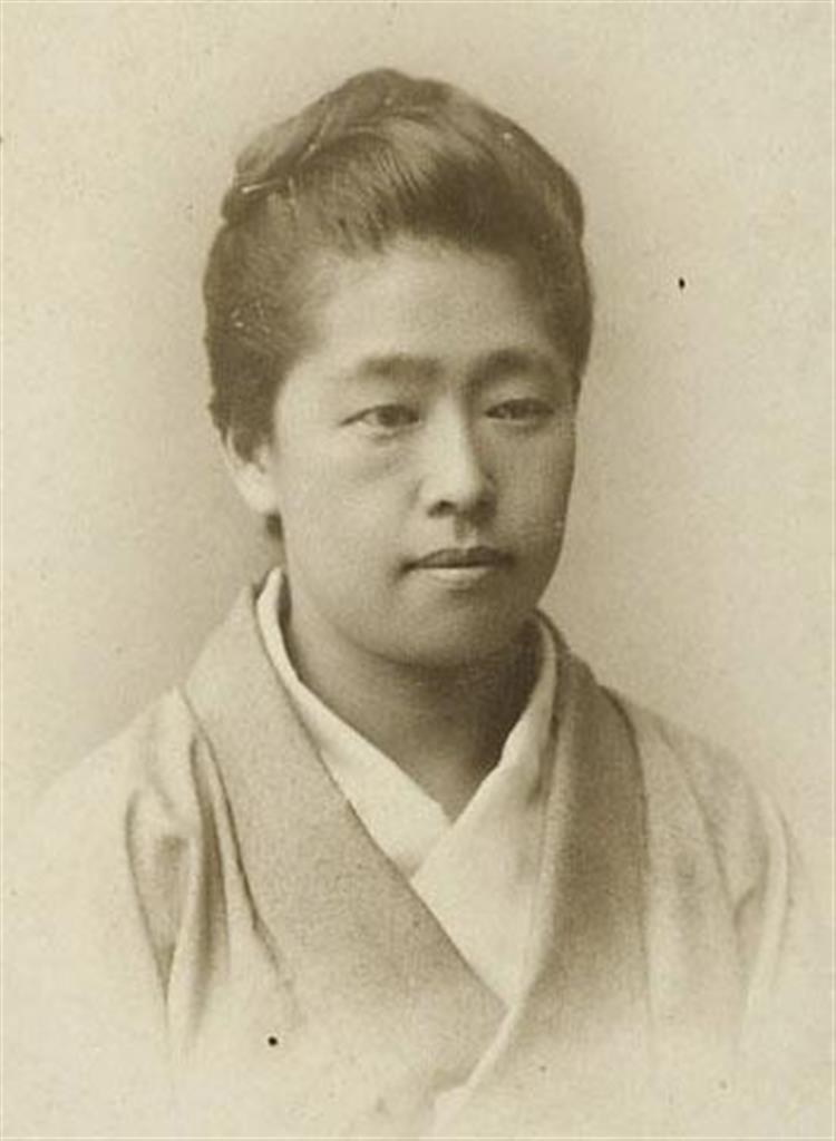 津田塾大が国立印刷局に提供した津田梅子の36歳ごろの肖像写真=1901年ごろ撮影(津田塾大提供)