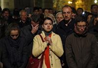 無情な炎、揺らめく 市民や観光客、悲嘆の叫び