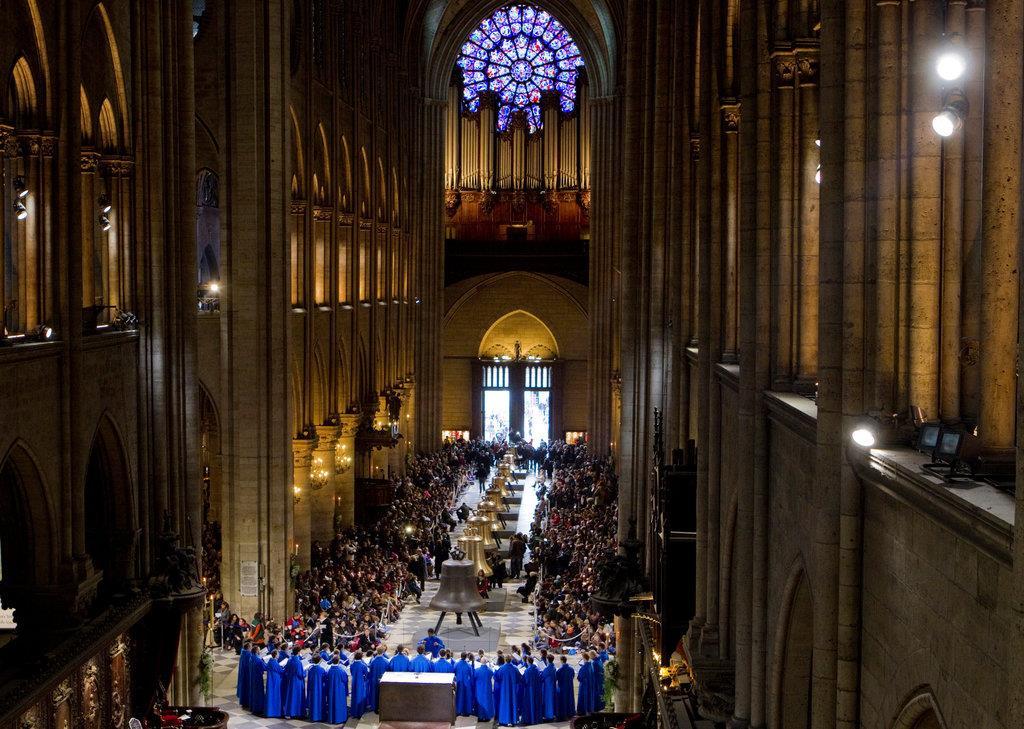 ノートルダム寺院の内部=2013年2月、パリ(ロイター)