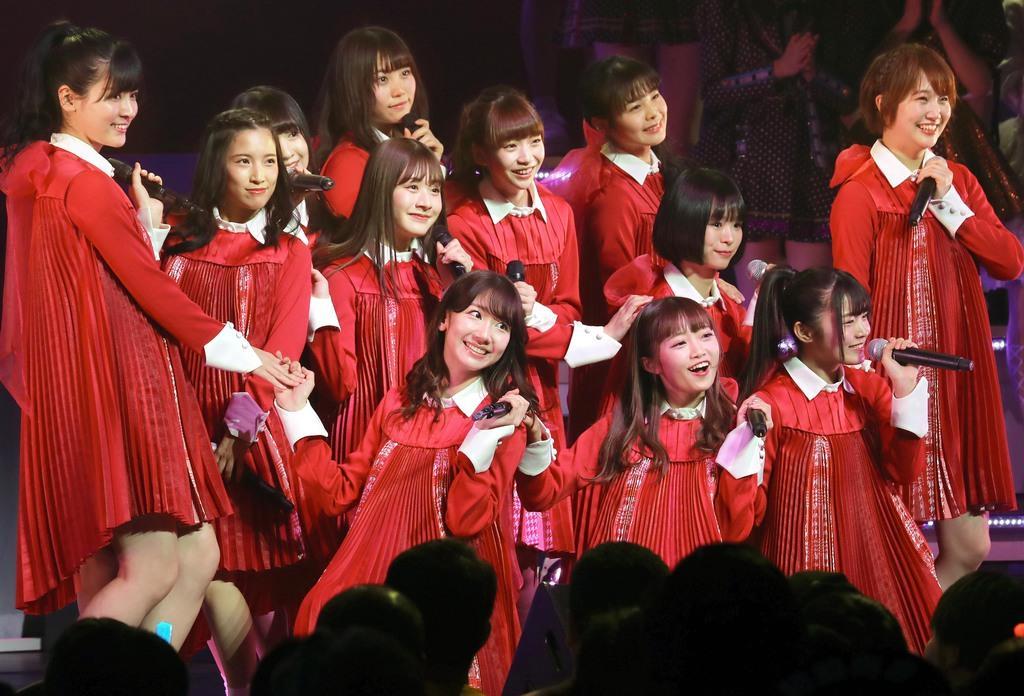 (前列左から)柏木由紀、中井りからNGT48のメンバー=東京都文京区の東京ドームシティホール(福島範和撮影)