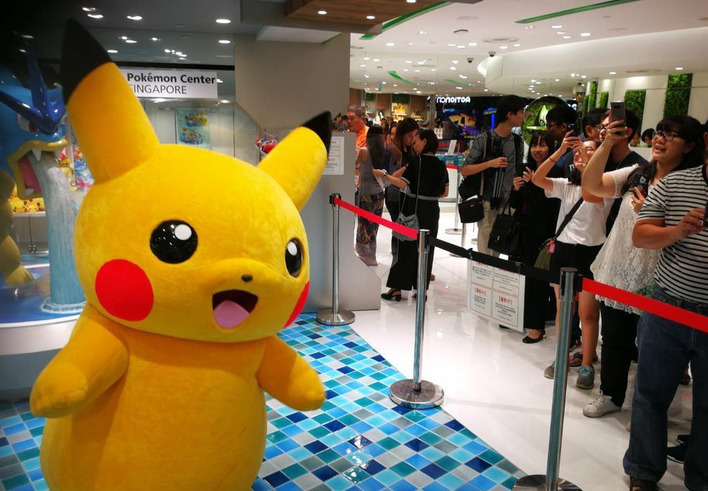シンガポール・チャンギ空港内の大型商業施設「ジュエル・チャンギ・エアポート」には、人気ゲーム「ポケットモンスター」の関連商品を扱う「ポケモンセンター」が開業。日本以外のアジアで初となる(森浩撮影)