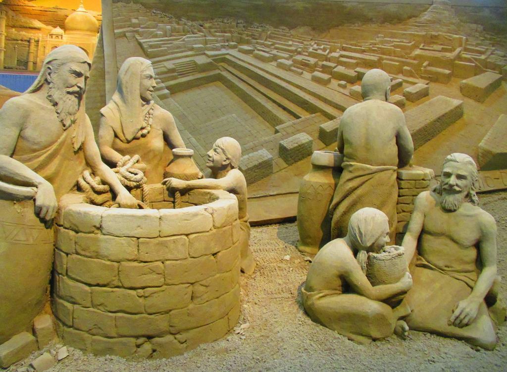インダス文明・モヘンジョダロ=15日、鳥取市の砂の美術館(矢部美智留撮影)