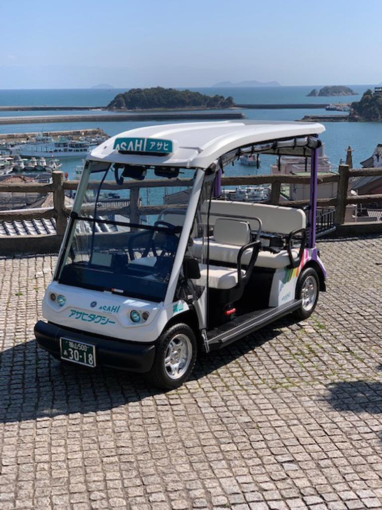 19日に鞆の浦で営業運行を開始する「グリスロ潮待ちタクシー」=広島県福山市