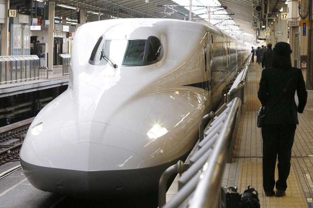 東海道新幹線の「N700A」=2013年2月、JR東京駅