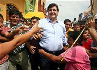 ペルーのガルシア元大統領が拳銃自殺 汚職疑惑で逮捕直前に頭撃つ