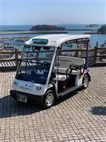 狭い路地行く電気自動車タクシー、福山・鞆で全国初の営業運行