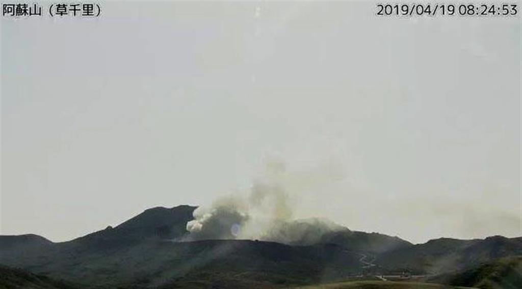 気象庁のカメラが写した阿蘇山