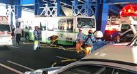 神戸市バスが歩行者はねる 20代男性死亡、1人心肺停止 JR三ノ宮駅前