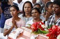 黙とう捧げる市民「一日も早く平和を」 スリランカ