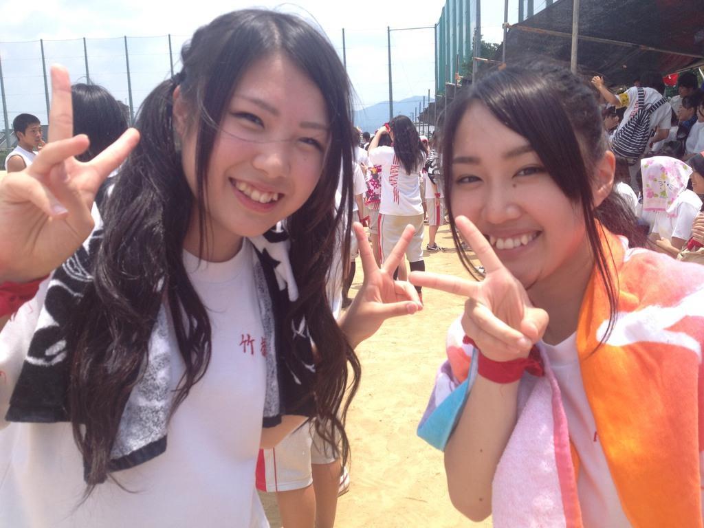 高校3年の文化祭で劇に出演した竹橋春香さん(左)