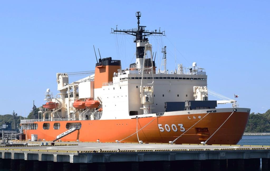 海上自衛隊が運用する南極観測船「しらせ」