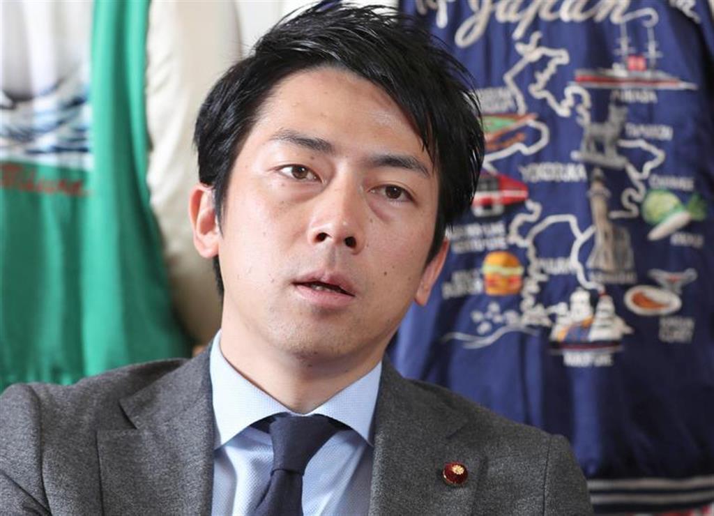 インタビューに応じる自民党・小泉進次郎厚生労働部会長=26日午後、国会内(春名中撮影)