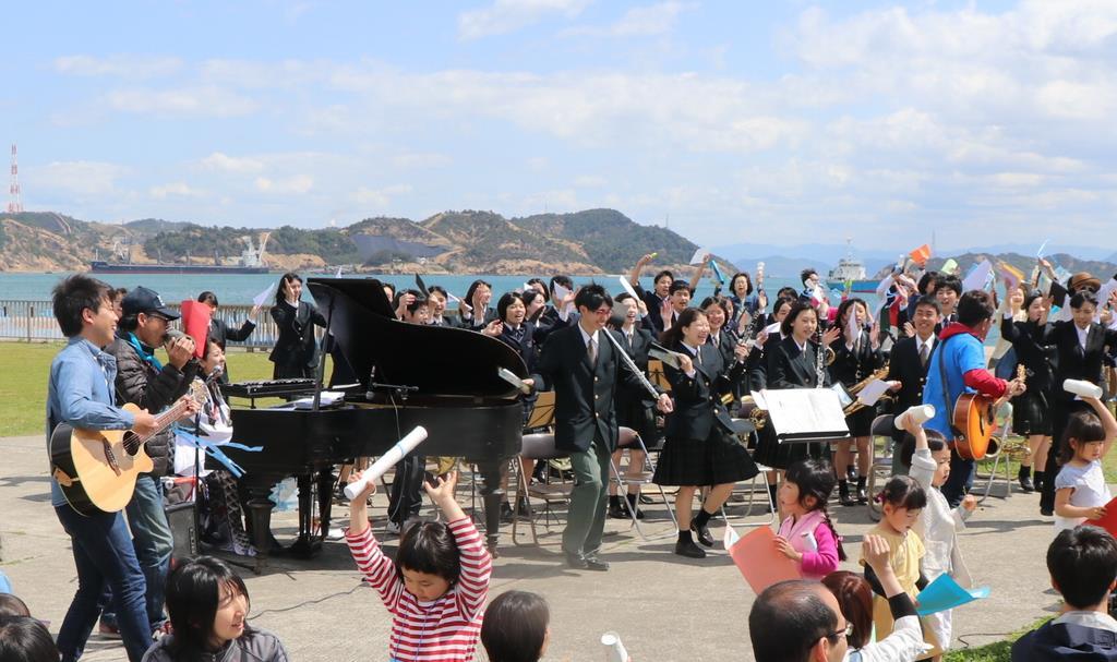 宇野港で開催されたアートの音楽イベント=岡山県玉野市