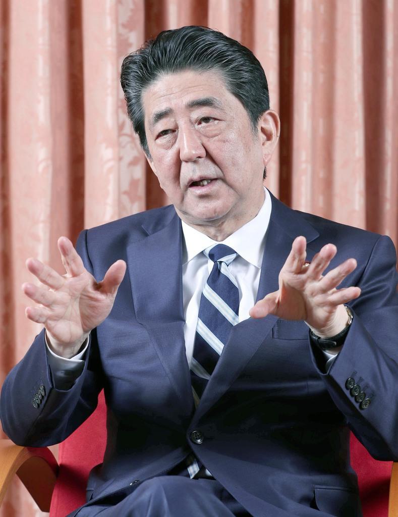政治 産経新聞のインタビューに答える安倍晋三首相=1日午後、首相公邸(春名中撮影)