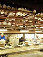 【令和を築く たゆまぬ歩み】(中)陶磁器の里 伝統の今をご視察