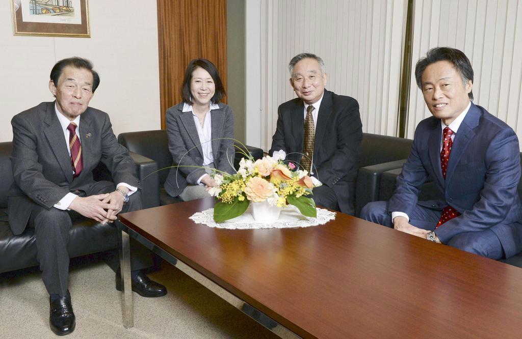 座談会に臨む(左から)弓取隆司さん、天野有子さん、伊藤修文さん、今井明彦さん