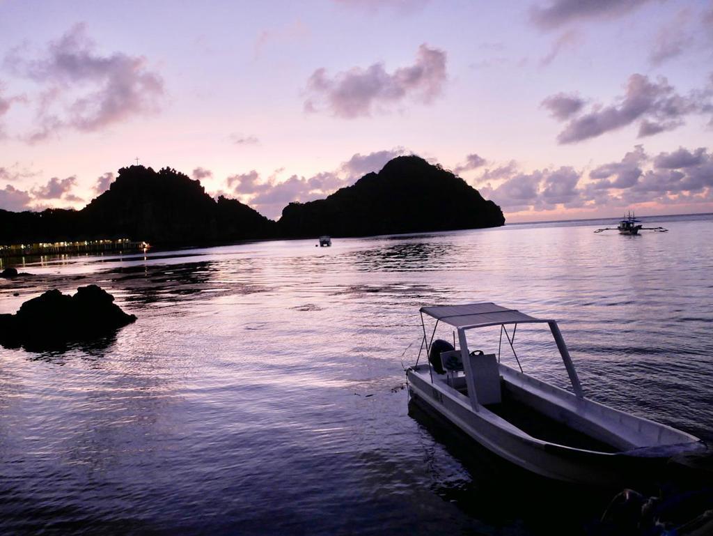 幻想的な海と空に包まれたサンライズクルーズ