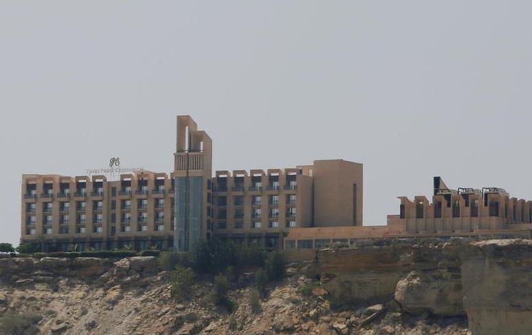 襲撃された高級ホテル「パールコンチネンタルホテル」=2017年4月、パキスタン・グワダル(ロイター)