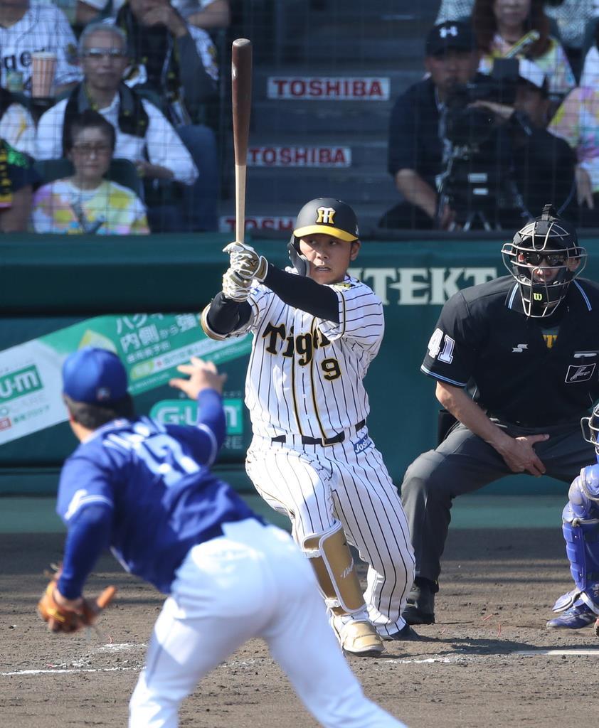 11日の中日戦の五回、代打で二塁打を放った阪神の高山。完全復活が待たれる=甲子園(山田喜貴撮影)