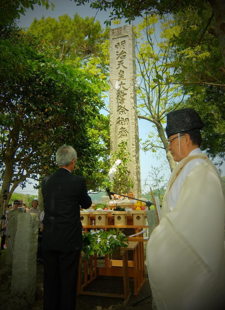 主基斎田址公園で行われた「お田植え祭り」=11日、鴨川市北小町