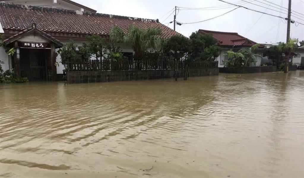 大雨で冠水した沖縄県与那国町の中心部=13日(与那国町提供)