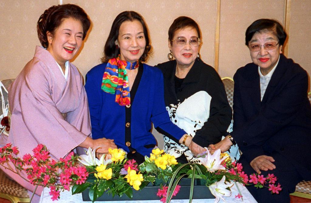 (写真左から)三浦布美子さん、京マチ子さん、赤木春恵さん、石井ふく子さん