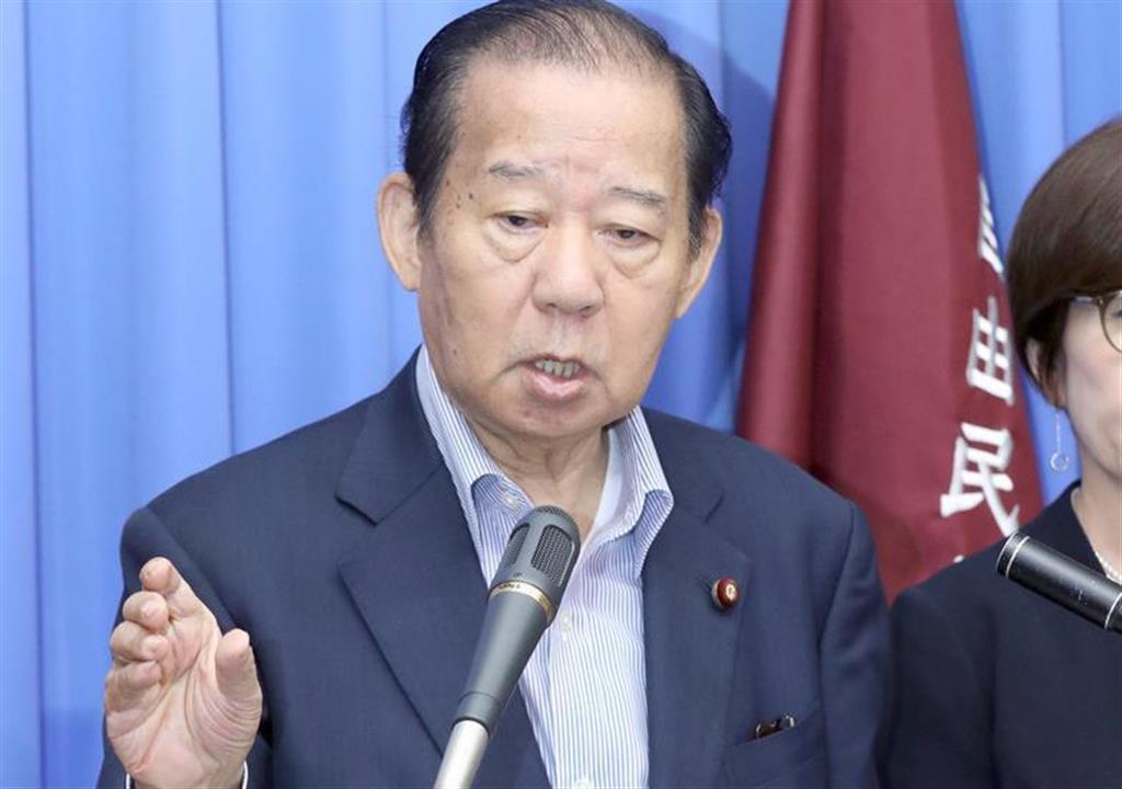 会見で記者団の質問に答える自民党・二階俊博幹事長=14日午前、国会内(春名中撮影)