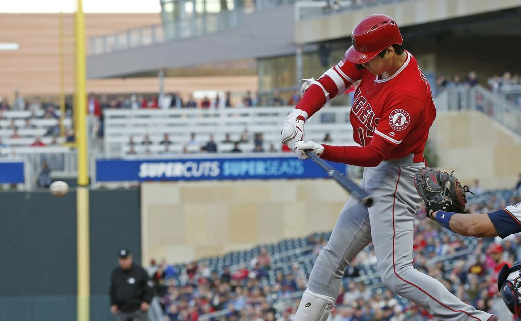 今季初本塁打を放つエンゼルス大谷=13日、米ミネアポリス(AP)