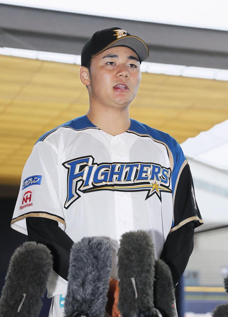イースタン・リーグのロッテ戦後、取材に応じる日本ハム・清宮=鎌ケ谷