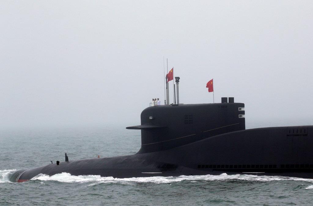 4月23日に中国・青島沖で行われた国際観艦式に参加した094型「晋」級戦略原潜の改良型(ロイター)