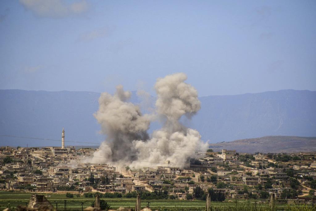 シリア北西部イドリブで、アサド政権軍がロシア軍の支援を受け、反体制派への攻撃を激化させている(AP)