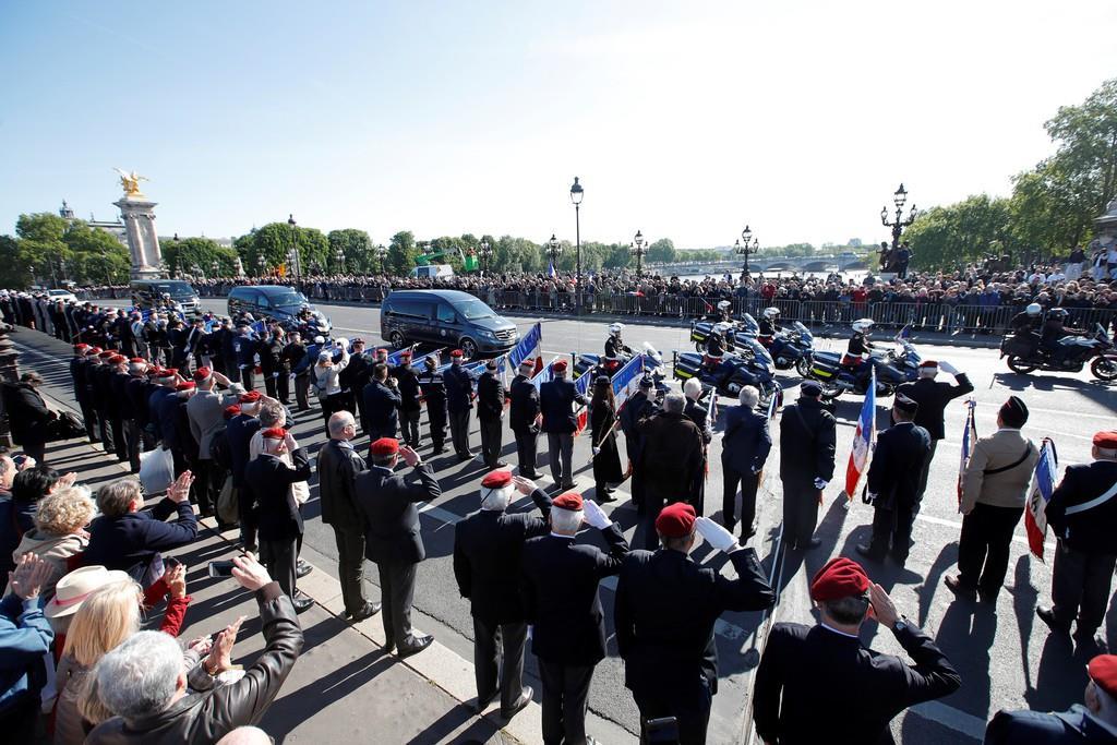 パリで行われた追悼式典=14日、パリ(ロイター)