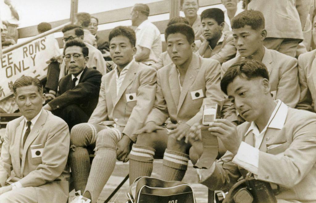 1959年、第1回アジアユースの日本代表に主務兼報道係として帯同した(右端)