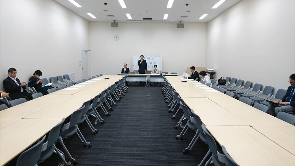 立憲民主党は15日、令和への改元後初めての「安定的な皇位継承を考える会」の会合を開いた=15日午前、国会内(千田恒弥撮影)