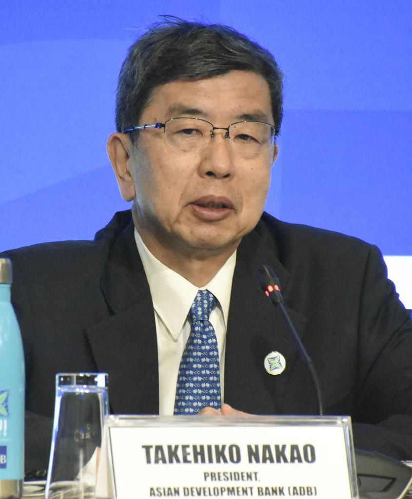 フィジー・ナンディで記者会見するアジア開発銀行の中尾武彦総裁(共同)