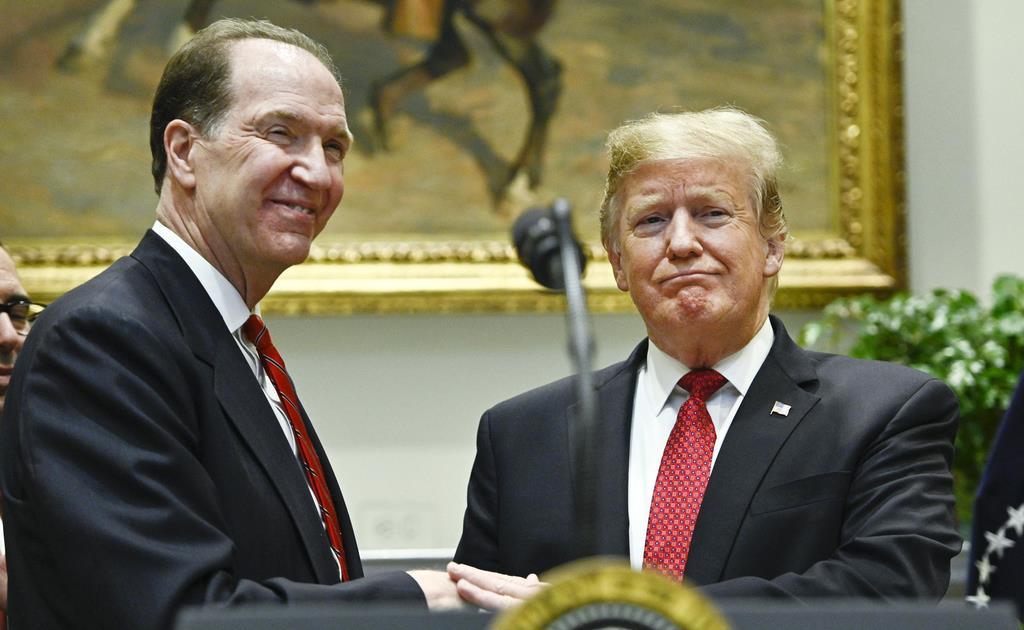 世界銀行総裁に就任したデービッド・マルパス米財務次官(左)=米ホワイトハウス(UPI=共同)