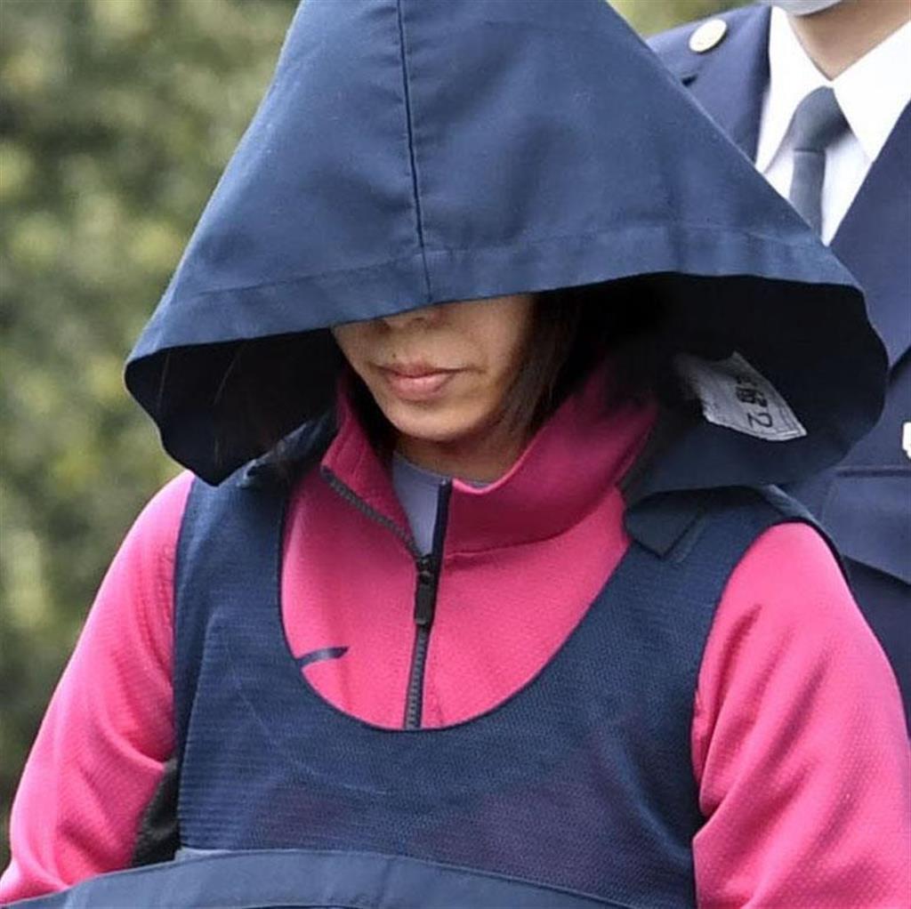 送検のため、千葉県警松戸署を出る栗原なぎさ被告