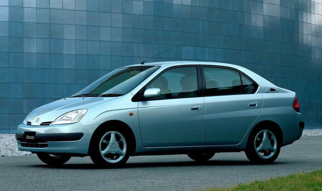 平成9年12月に発売された初代「プリウス」。ハイブリッド車の普及に大きな役割を果たした