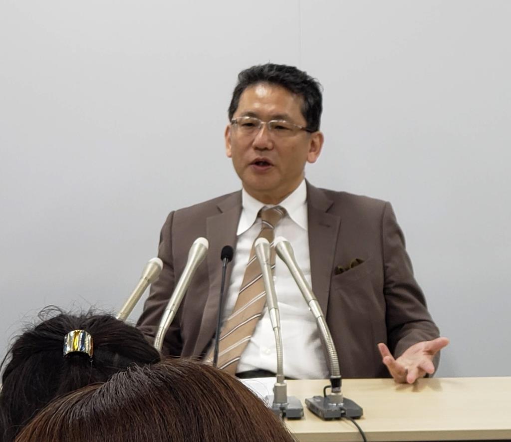 記者会見するLIXILグループの瀬戸欣哉取締役=16日、東京都港区